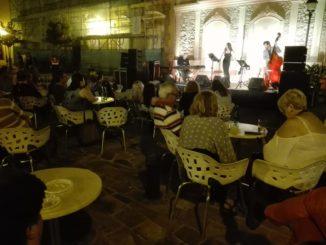 Los melillenses disfrutan en el ciclo de conciertos `Música a la Luna`