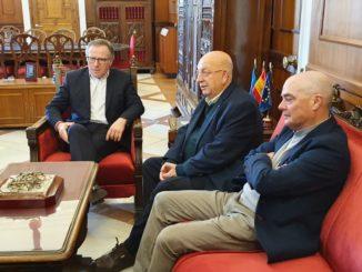 Julio Caro, Cruz Roja, junto al presidente de la Ciudad, Eduardo de Castro