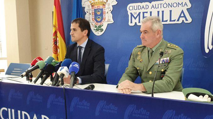 El consejero de Deportes, Rachid Bussian, y el coronel de la Legión, Fernando Melero